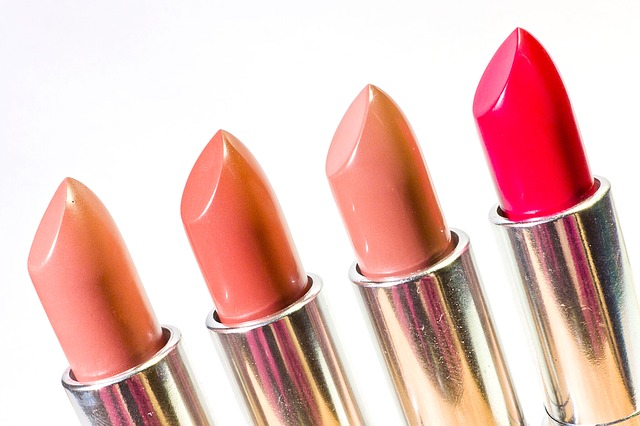 lipstick-1137536_640
