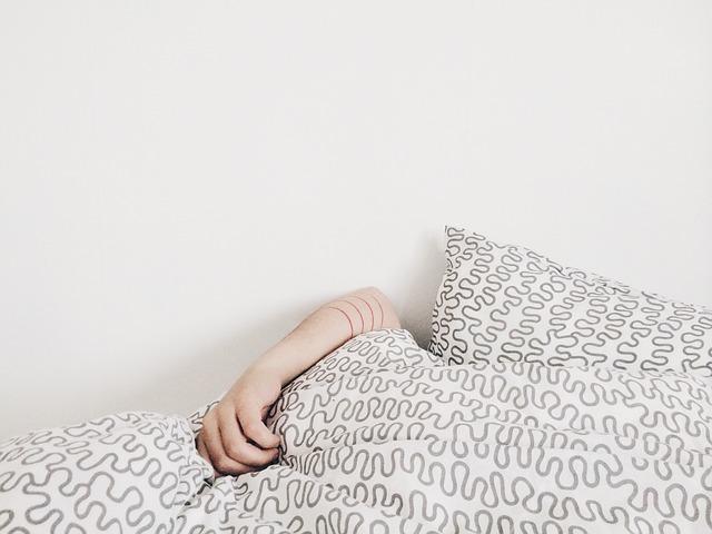 4-consejos-para-las-personas-que-duermen-de-lado