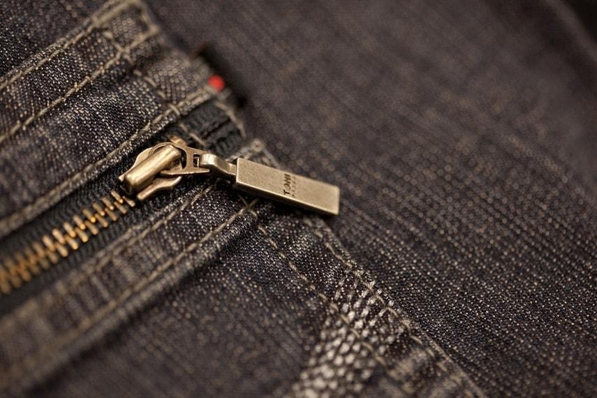 96456f1bf3 En sus inicios Levi Strauss comenzó diseñando un estilo de pantalón en  lona