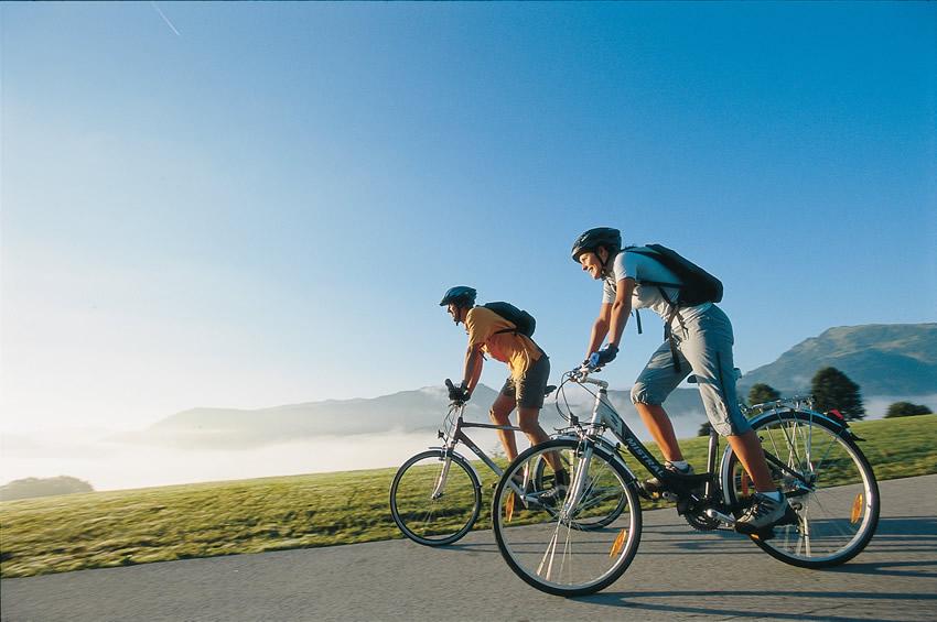 ciclistas-paseando