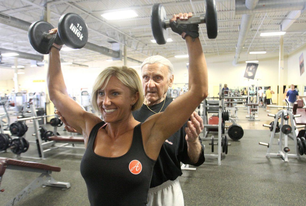 levantamiento-de-pesas-para-ancianos