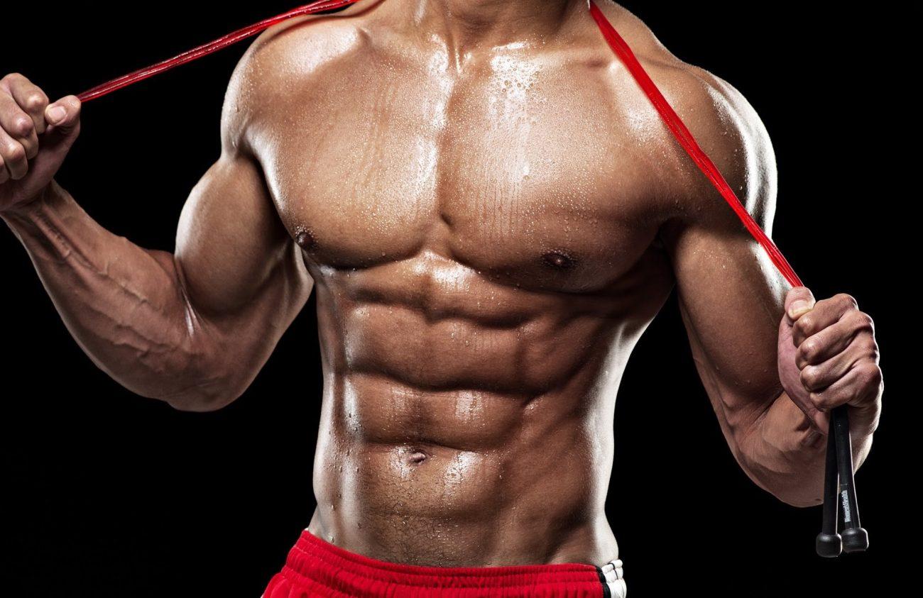 cuerpo-con-entrenamiento-en-gimnasio