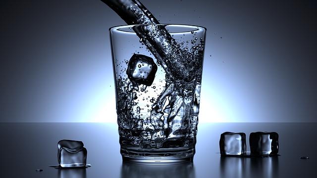agua-caliente-fria-o-tibia-la-temperatura-ideal-para-la-belleza