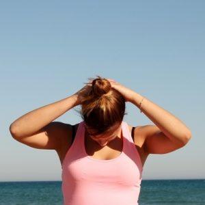 estiramiento_cuello_muscular_workout_gimnasio_fitness_simetria