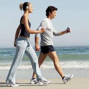 parejacaminando_imagendestacada_ejercicio_deporte_rutina_técnica