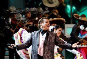 Juan Gabriel, traje concierto