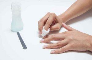 las uñas, uñas largas, removedor de esmalte