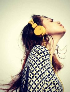 despertarse temprano, escuchar música