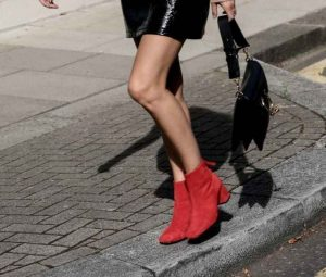 tendencias de zapatos, botas rojas