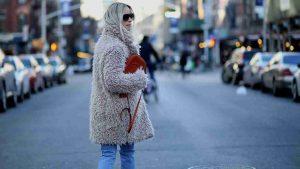 abrigos de peluche, tendencia de moda