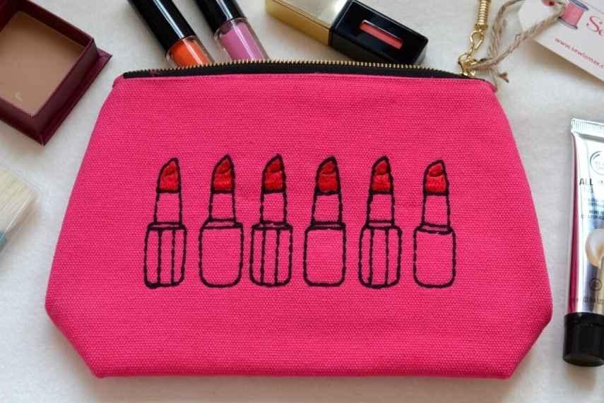 bolsa de maquillaje, esenciales mujer